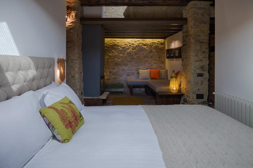 retreat-pyrenees-bedroom-think-forward