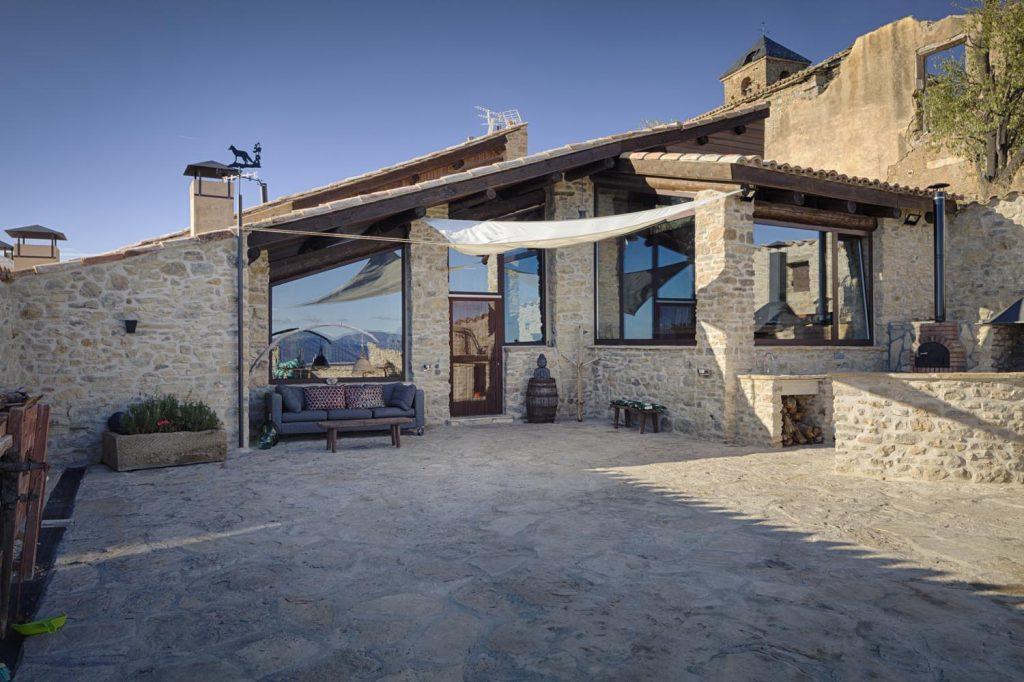 retreat-pyrenees-courtyard-think-forward
