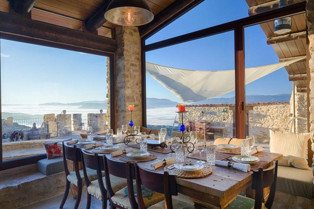 retreat-pyrenees-dining-think-forward