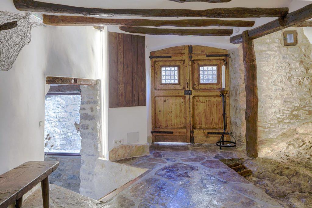 retreat-pyrenees-hallway-think-forward